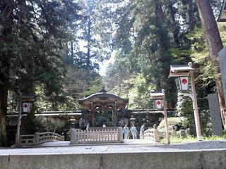 最乗寺、水神に続く道