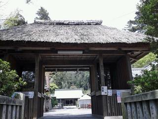 川勾神社の門